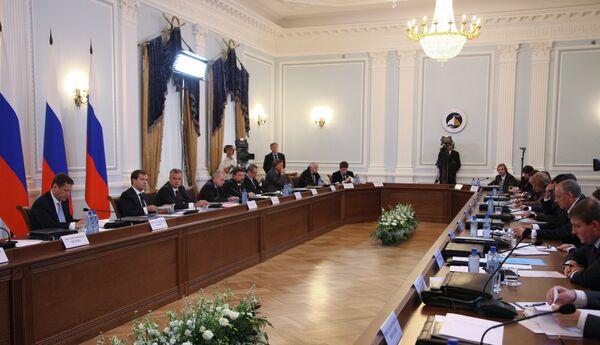 Президент РФ Д. Медведев на заседании президиума Госсовета. Архив