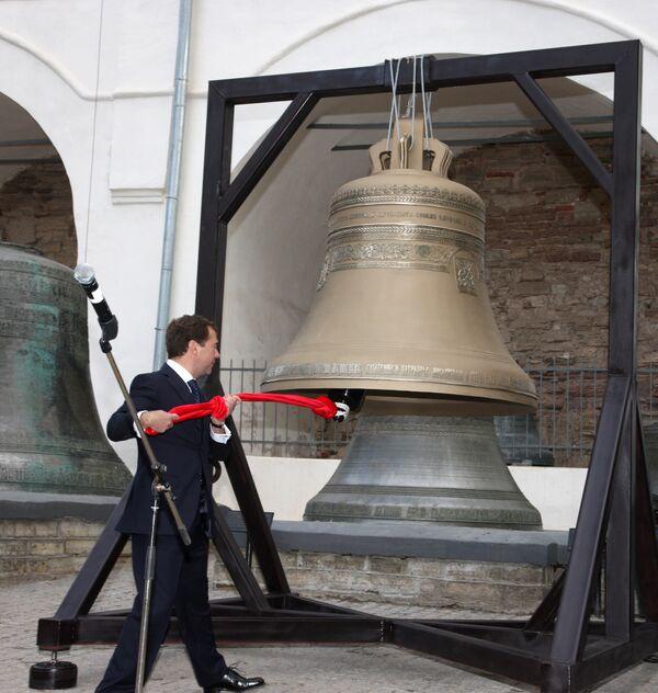Президент РФ Дмитрий Медведев принял участие в церемонии освящения нового колокола Софийского собора Великого Новгорода