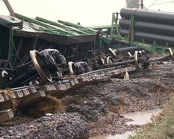 Восемь вагонов грузового поезда сошли с рельсов в Дагестане