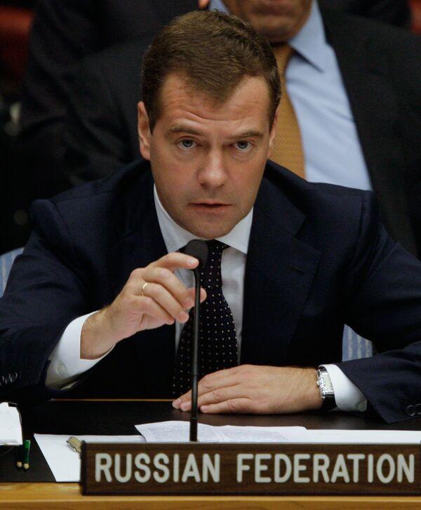 Президент РФ Д. Медведев считает, что количество международных форумов нужно сократить