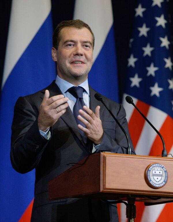 Медведев не волшебник, но пообещал привезти в США Галкина и Тимати