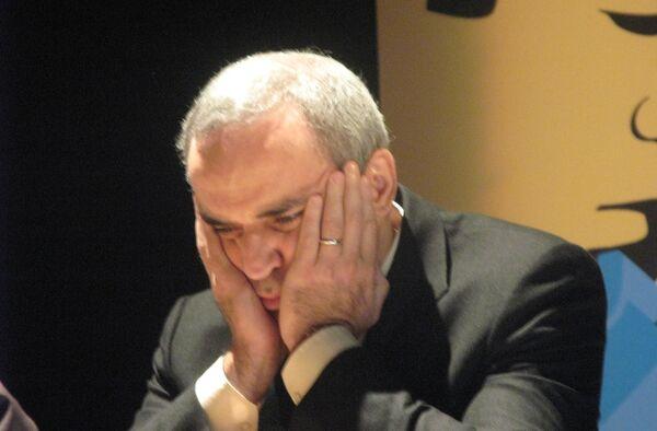 Каспаров сравнял счет по блицам в суперматче с Карповым