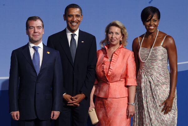 Президент РФ Дмитрий Медведев с супругой Светланой и президент США Барак Обама с супругой Мишель
