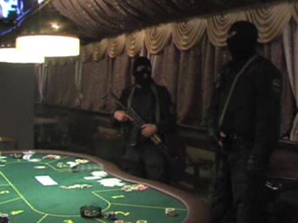 Подпольное казино во время рейда ОМОНа. Архив