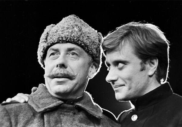 Папанов и Миронов в спектакле Первая конная