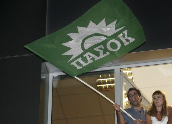 Всегреческое социалистическое движение (ПАСОК) одержало победу на состоявшихся в воскресенье досрочных парламентских выборах