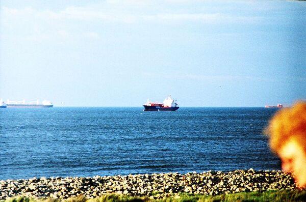 Бедствующим в Панаме морякам доставили воду и предложили работу