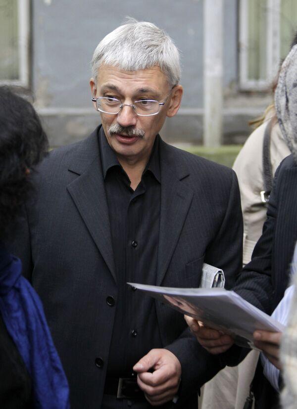 Олег Орлов перед началом заседания суда по иску Рамзана Кадырова