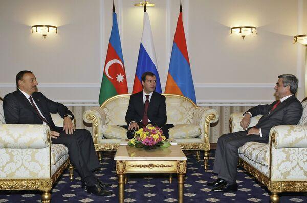 Президенты РФ, Армении и Азербайджана начали трехсторонние переговоры