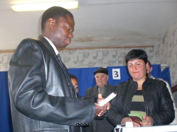 Чернокожий кандидат в день голосования