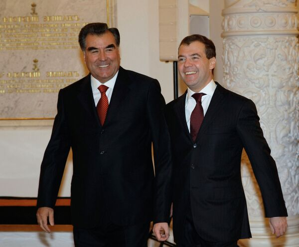 Президент РФ Дмитрий Медведев и президент Таджикистана Эмомали Рахмон. Архив