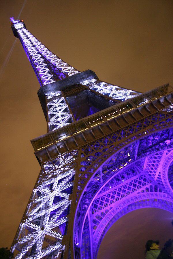 Эйфелевой башне на 120-летие подарили новое световое шоу