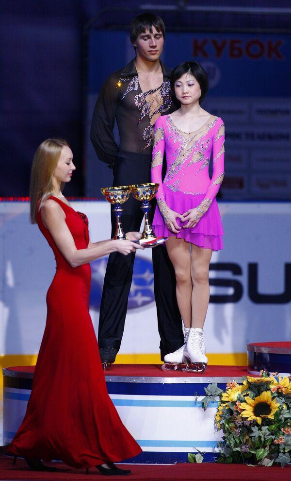 Награждение победителей в состязаниях спортивных пар