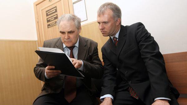Адвокат Юрий Баграев и Дмитрий Довгий
