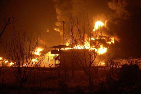 Пожар на нефтяном складе в Индии