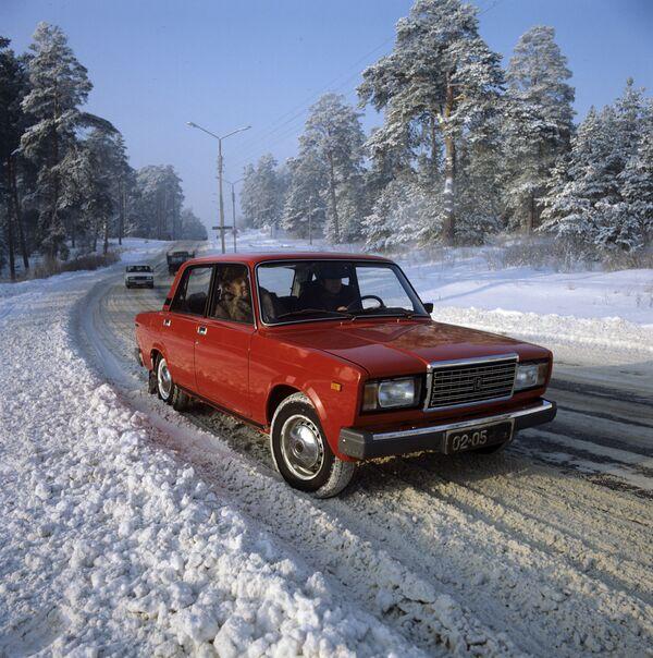 Автомобиль ВАЗ-2107. Архив