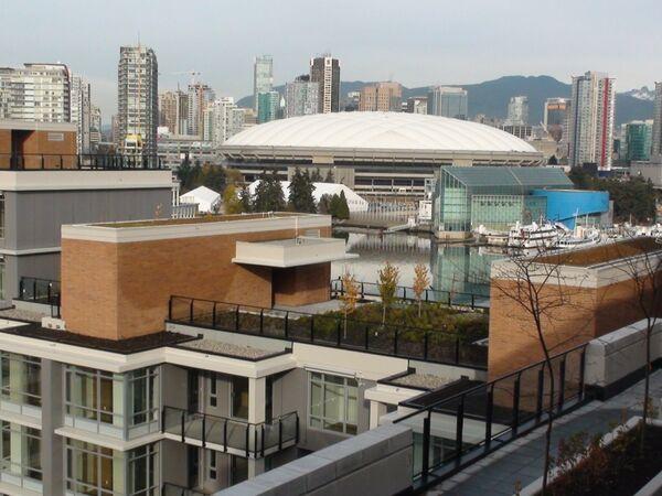 Вид на ВС Place из олимпийской деревни