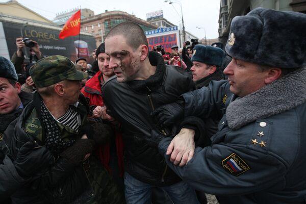 Координатор движения Левый фронт Сергей Удальцов был задержан сотрудниками милиции после митинга КПРФ
