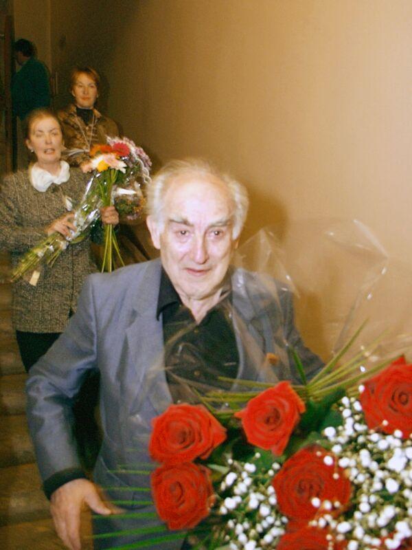 Лауреат Нобелевской премии по физике 2003 г. Виталий Гинзбург