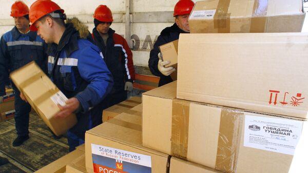 Погрузка гуманитарной помощи населению Таджикистана