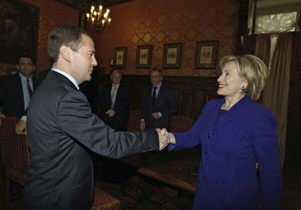 Президент РФ Д.Медведев и госсекретарь США Х.Клинтон. Архив