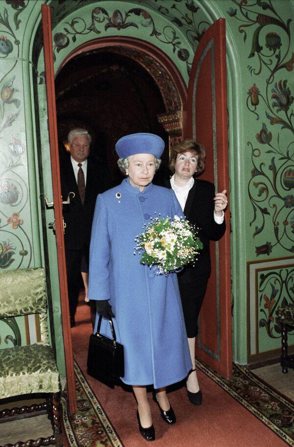 Британцы в год 60-летия правления королевы получат четыре выходных