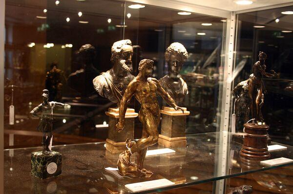 Коллекция Ива Сен-Лорана на аукционе Кристис в Париже