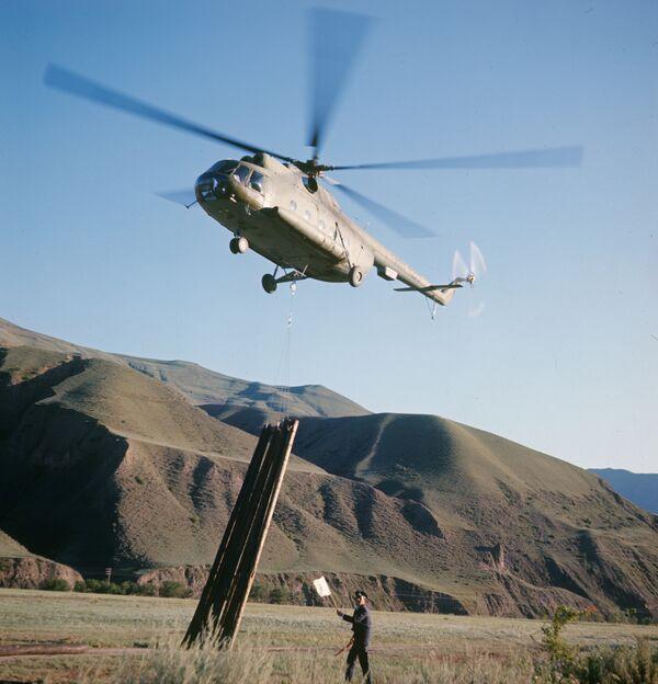 Вертолет МИ-8. Архив.