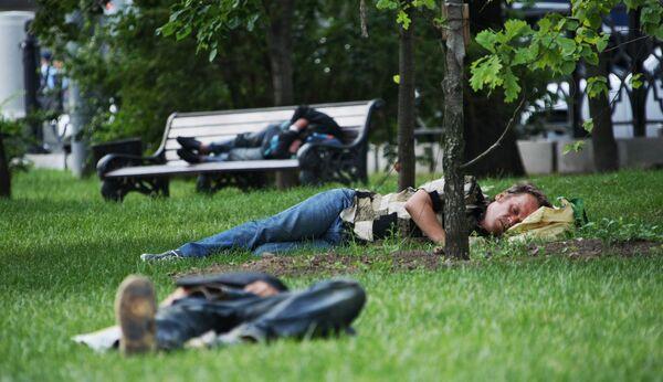 Бродяги стараются уехать из Москвы из-за аномальной жары