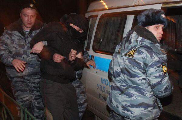 Милиционер, подозреваемый в нападении на уроженца Абхазии, у здания Кузьминской межрайонной прокуратуры