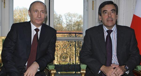 Премьер-министры России и Франции Владимир Путин и Франсуа Фийон во время встречи в Париже