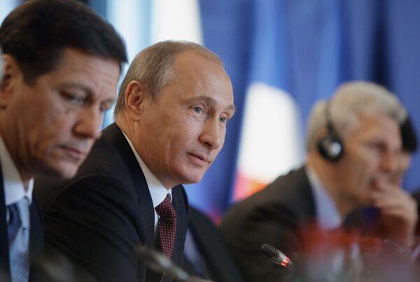 Путин на заседании Российско-Французской комиссии