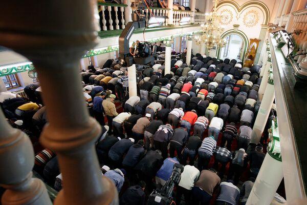В мечети. Архив