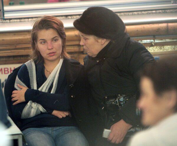 Пострадавшие в крушении поезда Невский Экспресс на Московском вокзале в Санкт-Петербурге.