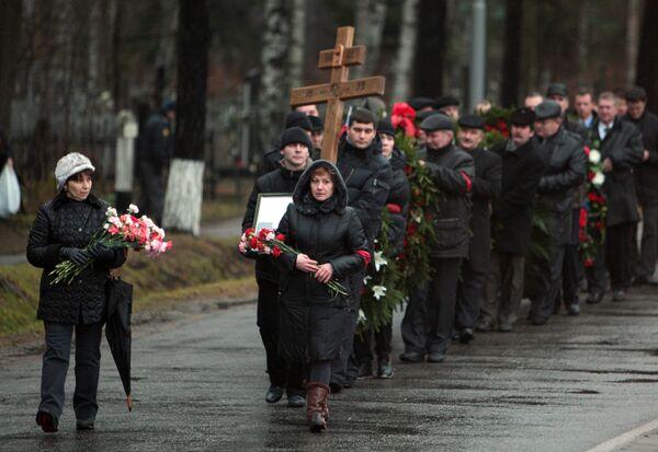 Большинство погибших при крушении поезда петербуржцев похоронены