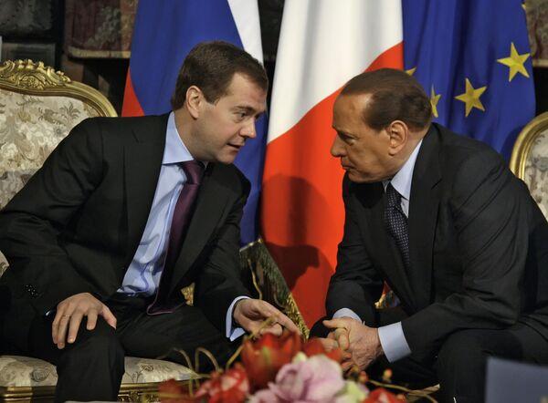 Президент РФ Д.Медведев и премьер-министр Италии С.Берлускони