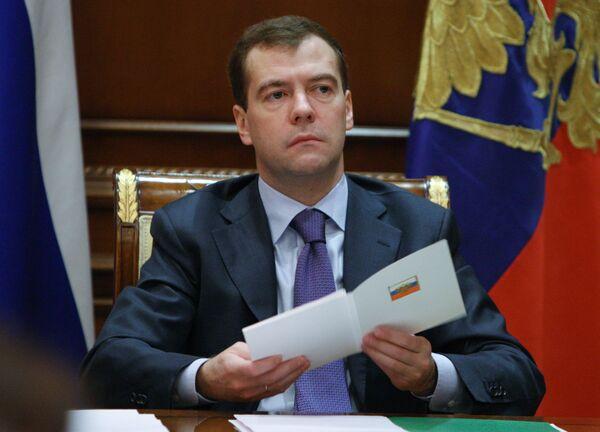 Медведев подписал закон о торговле