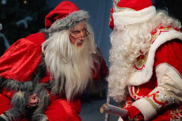 Российский Дед Мороз и норвежский Юлениссен. Архив
