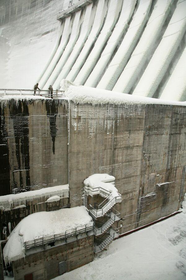 Продолжаются восстановительные работы на Саяно-Шушенской ГЭС