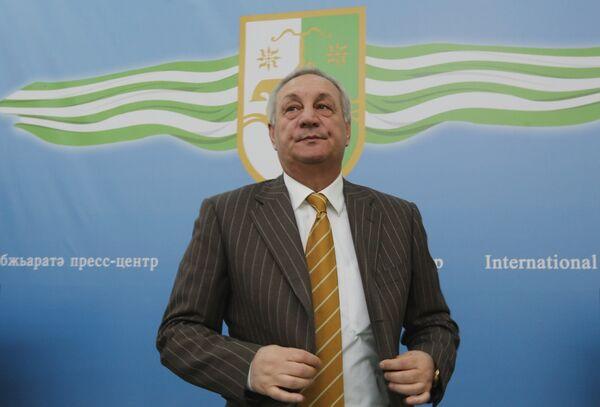 Путин поздравил Багапша с переизбранием президентом Абхазии
