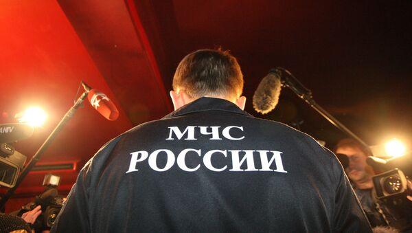 Медведев поздравил сотрудников МЧС с Днем спасателя