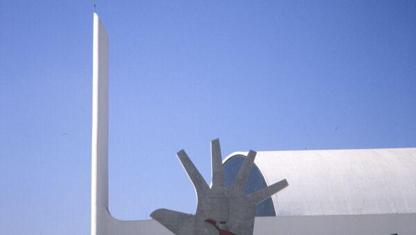 Мемориал Латинской Америки. Автор - бразильский архитектор О. Нимейер.