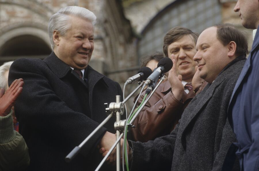 Президент РФ Б.Ельцин на митинге