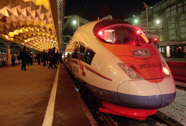 Высокоскоростной поезд Сапсан прибыл на Московский вокзал Санкт-Петербурга