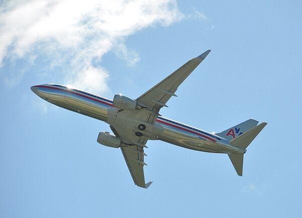 Самолет American Airlines Boeing 737-823