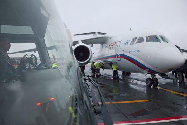 Первый пассажирский рейс реактивного самолета Ан-148. Архив