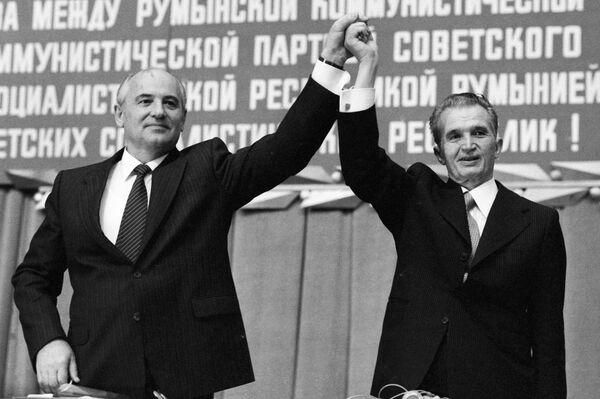 Горбачевскую перестройку Чаушеску невзлюбил с самого начала, видя в ней заговор против социализма и себя лично.