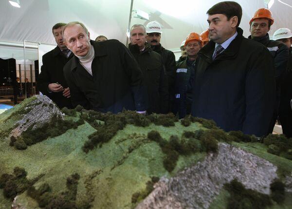 Премьер-министр России В.Путин открыл в Сочи объездную дорогу