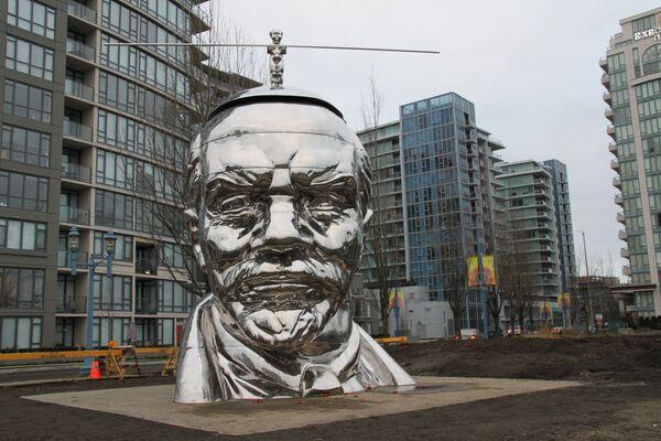 Памятник Ленину со стоящим на нем Мао вызвал критику жителей Ванкувера