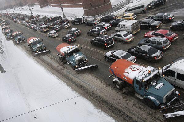 Снегоуборочная техника на Кремлевской набережной. Архив